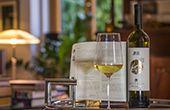 Malvazija mit Striptease-Etikette als limitierter JRE-Weinbotschafter
