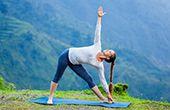 Yoga über den Dächern von Meran