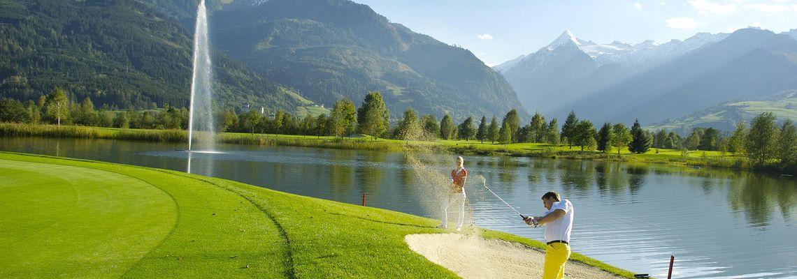 Golf mit Gletscherblick