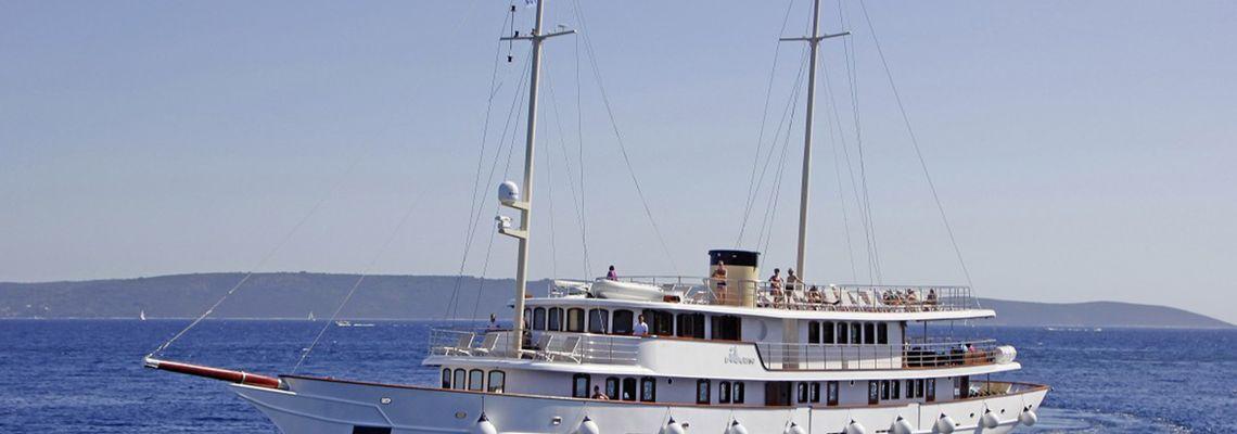Mit Star-Sommelière Paula Bosch per Schiff zu Kroatiens Inselwinzern